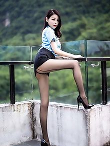Flexible asian chicks are spreading their legs